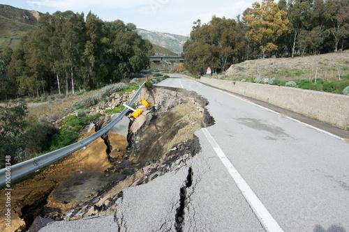 Cuadros en Lienzo Landslide on a national road in Sicily