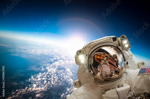 Deurstickers Nasa Astronaut in outer space