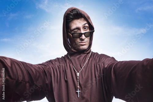 Photo priest selfie