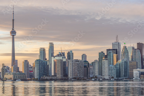 Foto op Aluminium Toronto Downtown Toronto skyline :CN Tower apex and Financial District skyscrapers - illuminated at sunset
