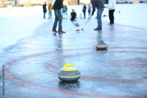 People playing in curling Fototapet