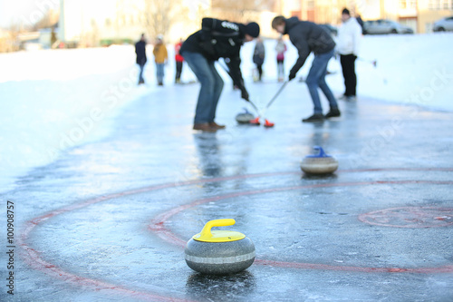 People playing in curling Fotobehang
