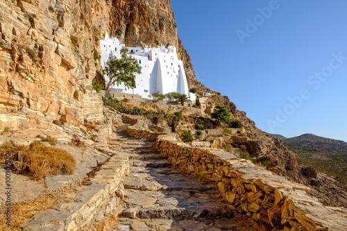 Photo Scenic view of Panagia Hozovitissa monastery on Amorgos island