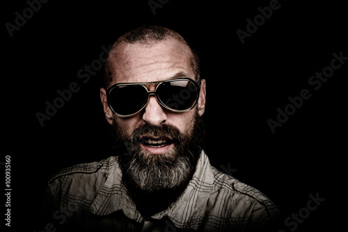 Portrait of a man with beard and sunglasses Fototapet