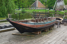 Antieke Houten Sloep In Oude Jachthaven