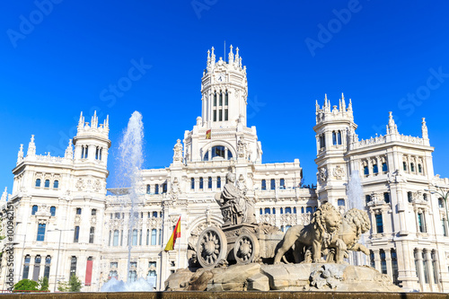 Foto  Plaza de Cibeles with the Palacio de Comunicaciones, Madrid