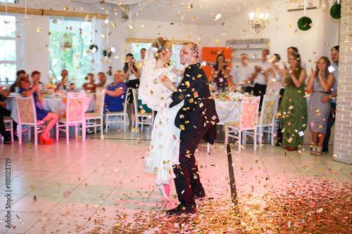 Staande foto Schilderingen gorgeous stylish happy bride and groom dancing
