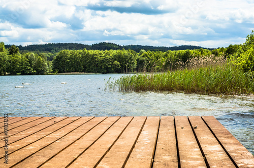 Poster Lac / Etang Landscape of wooden pier over beautiful lake in the summer
