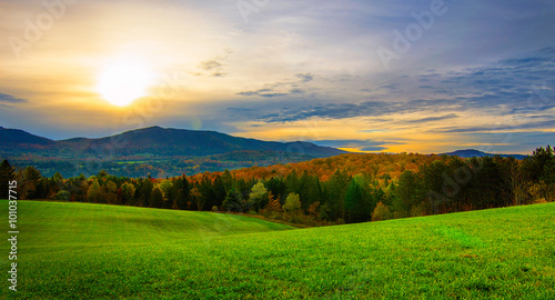 Foto auf Gartenposter Landschappen Sunrise in Vermont in the fall