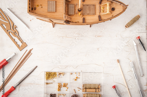 Papiers peints Attraction parc Model ships from the tree on a white table
