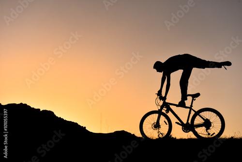 Obraz na plátně  Sıradışı bisikletçi siluet