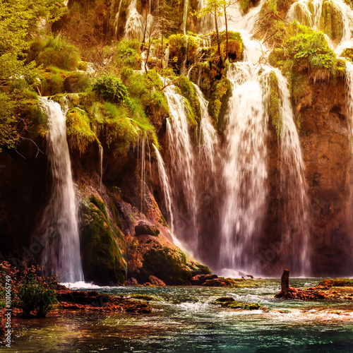 Papiers peints Cascade Autumnal view of beautiful waterfalls in Plitvice Lakes National Park