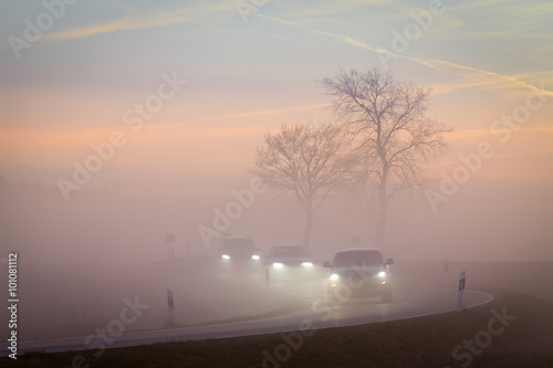 Scheinwerfer Nebel Landstraße Verkehr Sicherheit