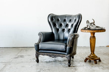 Black Genuine Leather Classical Style Sofa In Vintage Room With