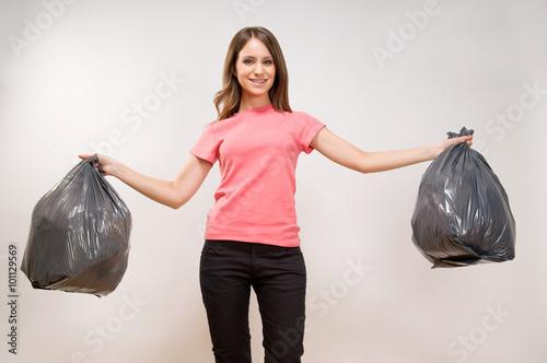 Valokuva  Woman holding the garbage