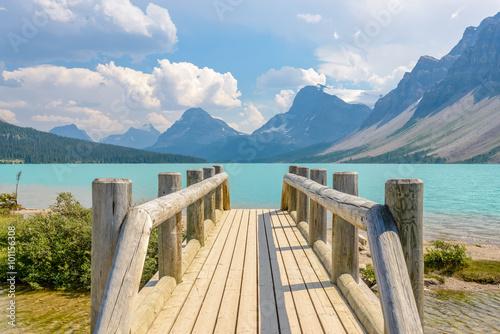 Fotografia  Majestic mountain lake in Canada. Bow Lake.