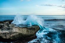 Big Waves Breaking And Splashing On The Rocks, Devil's Tear, Nusa Lembongan