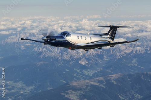 Photo  Single turboprop aircraft, landing aircraft