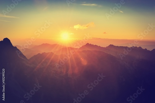 Poster Bergen Summer mountain landscape at sunset. Sun and peaks in High Tatra Mountains, Poland.