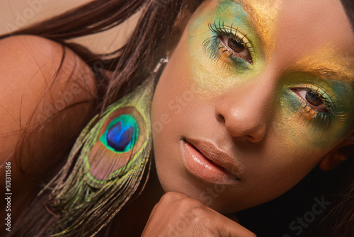 Photo  Studio portrait of pretty glamour girl with brazilian peacock makeup