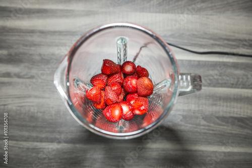 Fotografie, Obraz  Erdbeeren im Mixer