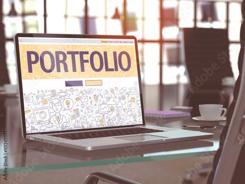 Fotografía  Portfolio on Laptop in Modern Workplace Background.
