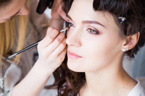 Fotografie, Obraz  Make-up artist preparing beautiful bride for ceremony in a morning