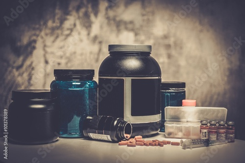 Fotografia  Bodybuilding nutrition supplements and chemistry