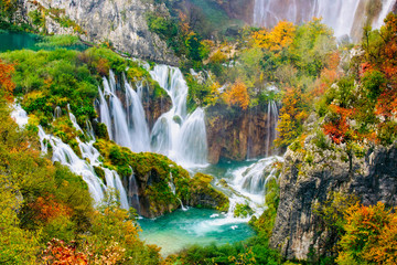 FototapetaDetailed view of the beautiful waterfalls in the sunshine in Plitvice National Park, Croatia