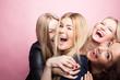 canvas print picture - Gruppe junger Frauen macht Partyfoto
