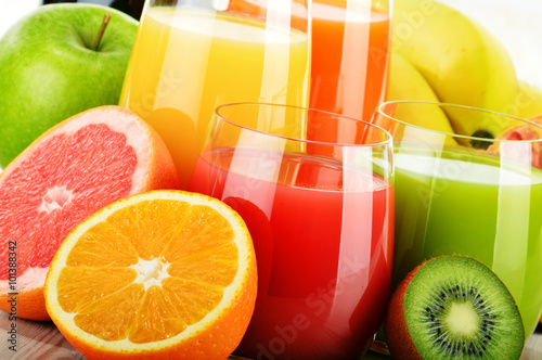 Obraz Glasses of assorted fruit juice. Detox diet - fototapety do salonu