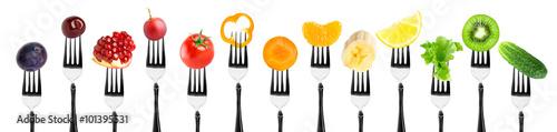 Poster Légumes frais Fruits and vegetables on fork