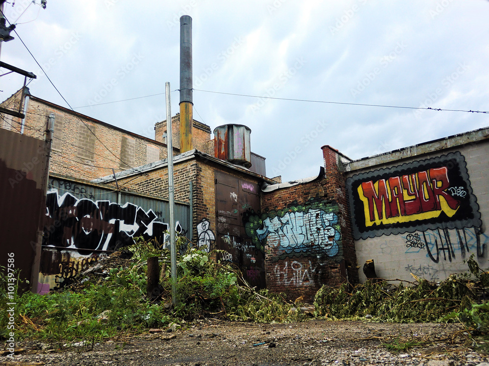Photo  Urban ghetto in the alley with graffiti - landscape photo