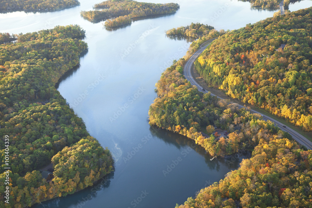 Fototapeta Curving road along Mississippi River during autumn