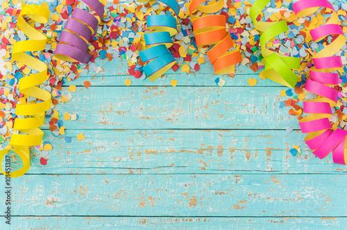 In de dag Carnaval Bunte Luftschlangen Konfetti Dekoration Fasching Hintergrund