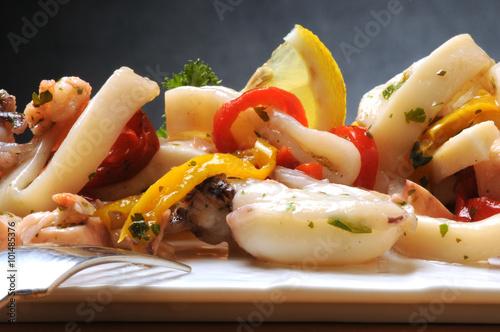 Valokuvatapetti Sałatka z owoców morza морска салата Insalata di mare Meersalat sea salad lijo t