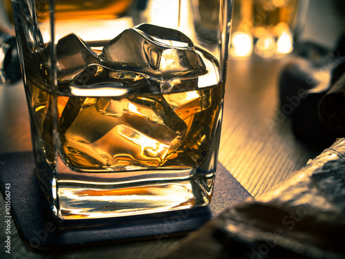 Poster de jardin Bar Whiskey on the rocks on a wooden table