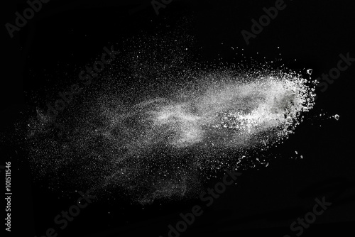 Poster Fumee White powder explosion isolated on black
