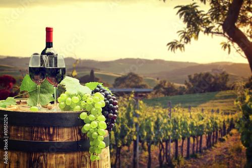beczka-z-winem-kieliszek-wina