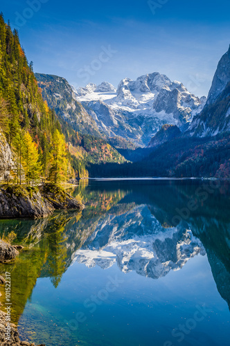 Photo sur Toile Bestsellers Dachstein mountain reflecting in Gosausee, Salzkammergut, Austria