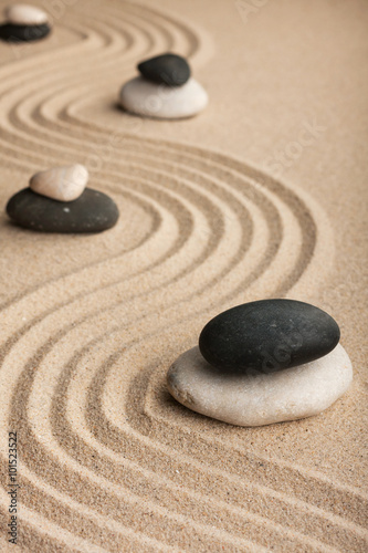Tuinposter Stenen in het Zand Pyramid made of stones standing on the sand