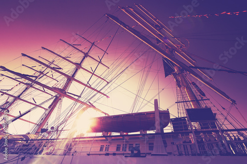 Türaufkleber Schiff Vintage filtered an old sailing ship at sunrise with lens flare effect.