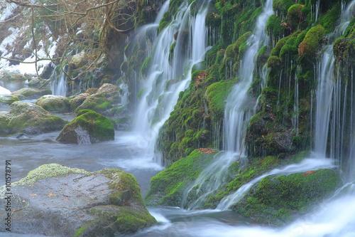 Foto op Canvas Watervallen 冬の元滝伏流水