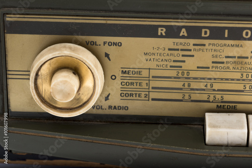 Fotografia  ancient radio of 1940, used during the Second World War