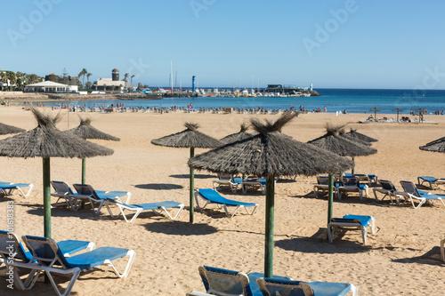 Fotografia  Sun lounger on the beach of Caleta de Fuste, Canary Island Fuerteventura, Spain