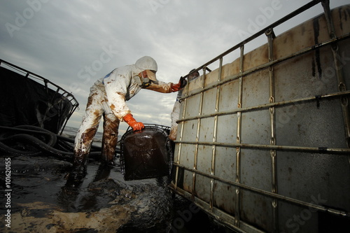 Fotografija  Worker and Tanks contain crude oil that draw from oil spilled accident on Ao Pra