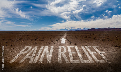 Fotografia  Pain Relief written on desert road