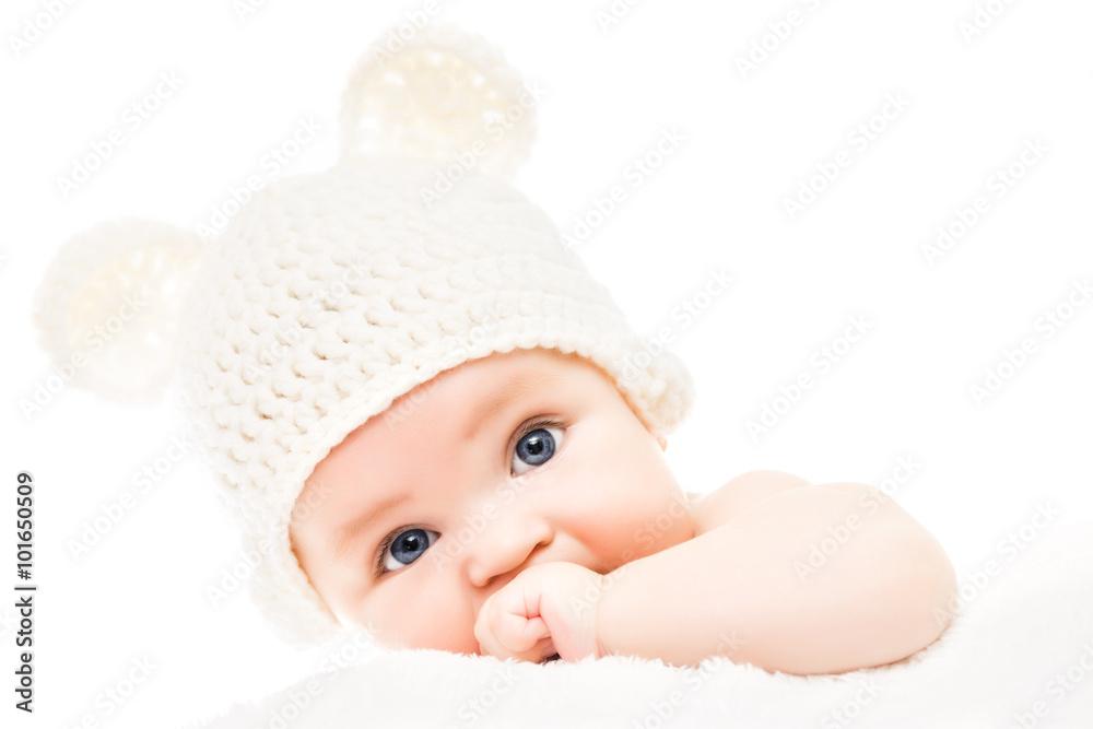 Fotografía Bebé que llevaba un gorro de lana con orejas de oso ...