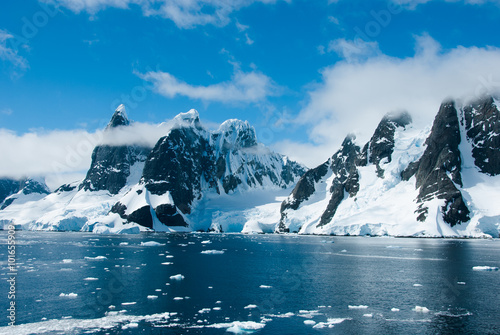 Photo Stands Antarctica Mountains of Antarctica in a beautiful sunny day
