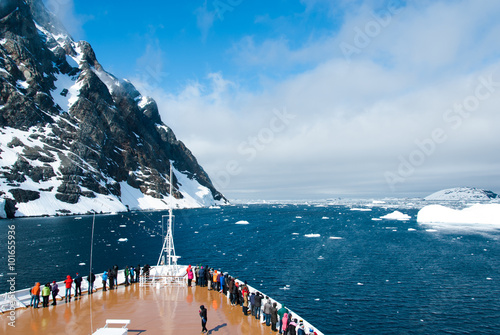 Ingelijste posters Antarctica Cruise ship in the waters of Antarctica between mountains and ices
